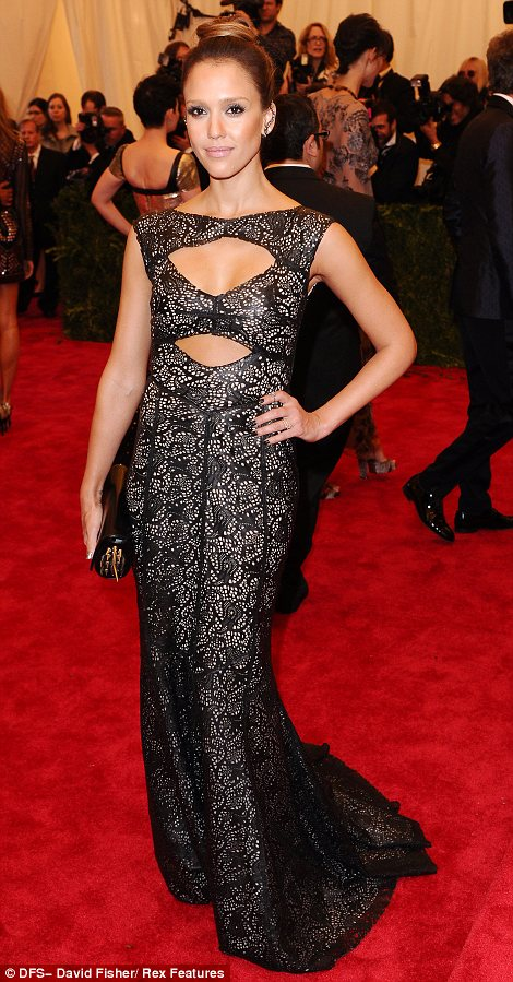 Jessica Alba in Tory Burch