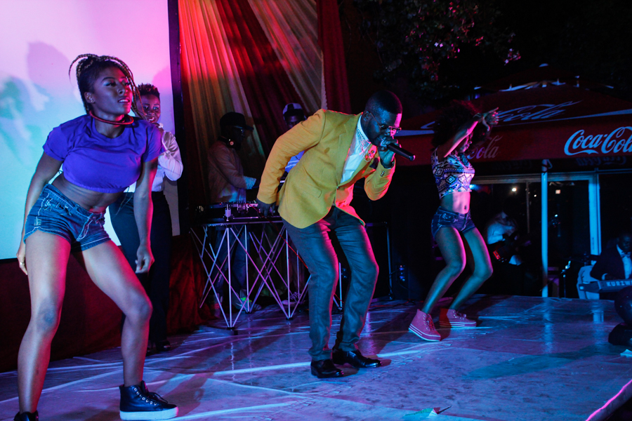 Falz getting down on the dancefloor